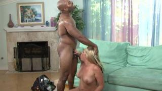 Loirinha no sexo anal com dotado